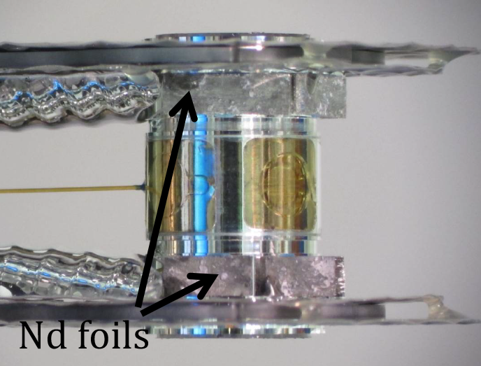 Figure 3. hohlraum for shot n141130. the 0.5-mm- thick neodymium (nd) foils are seen lining the top and bottom; the thulium foils are in the same configuration on the back side. neodymium is facing the collectors on dim 90-78 and thulium is facing 90-315.